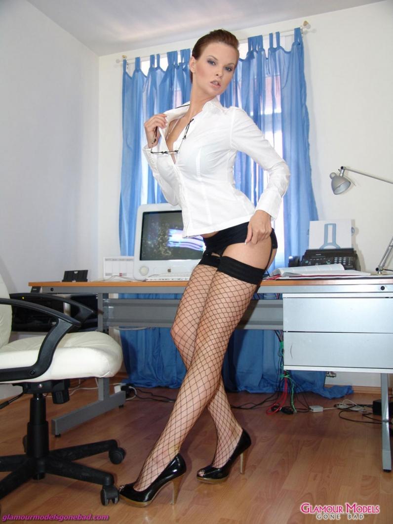 Сексуальные секретарши раздеваются