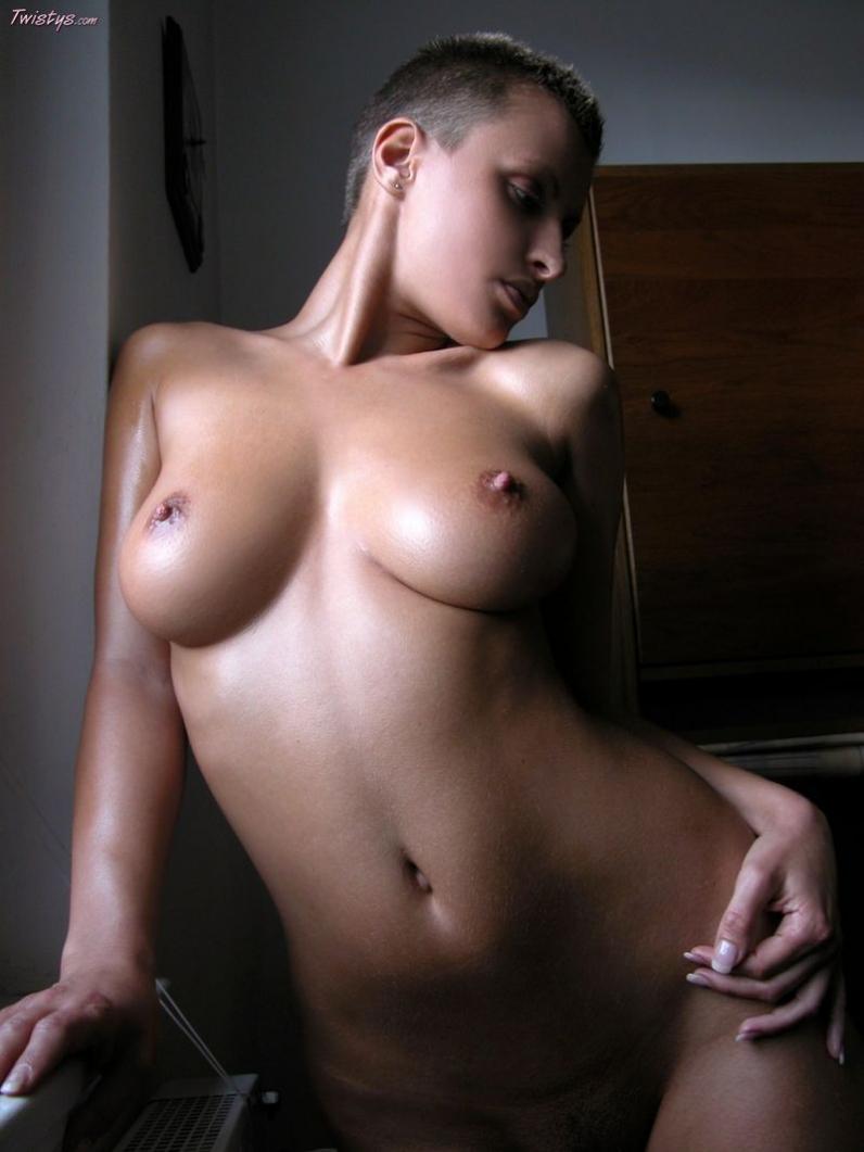 Фото баб с короткими волосами голые фото
