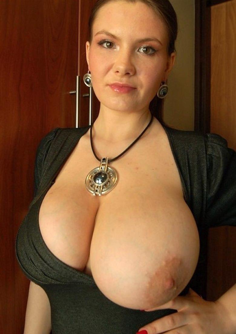 У моей мамы очень большая грудь 3 фотография