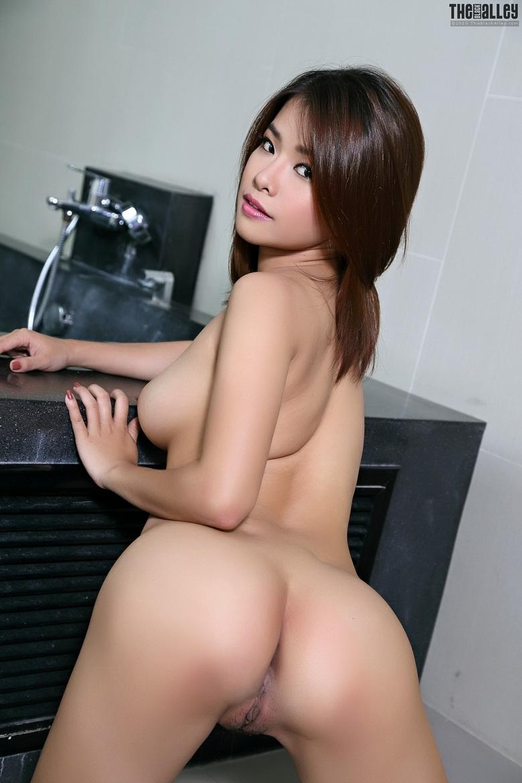 Голые попки кореянок