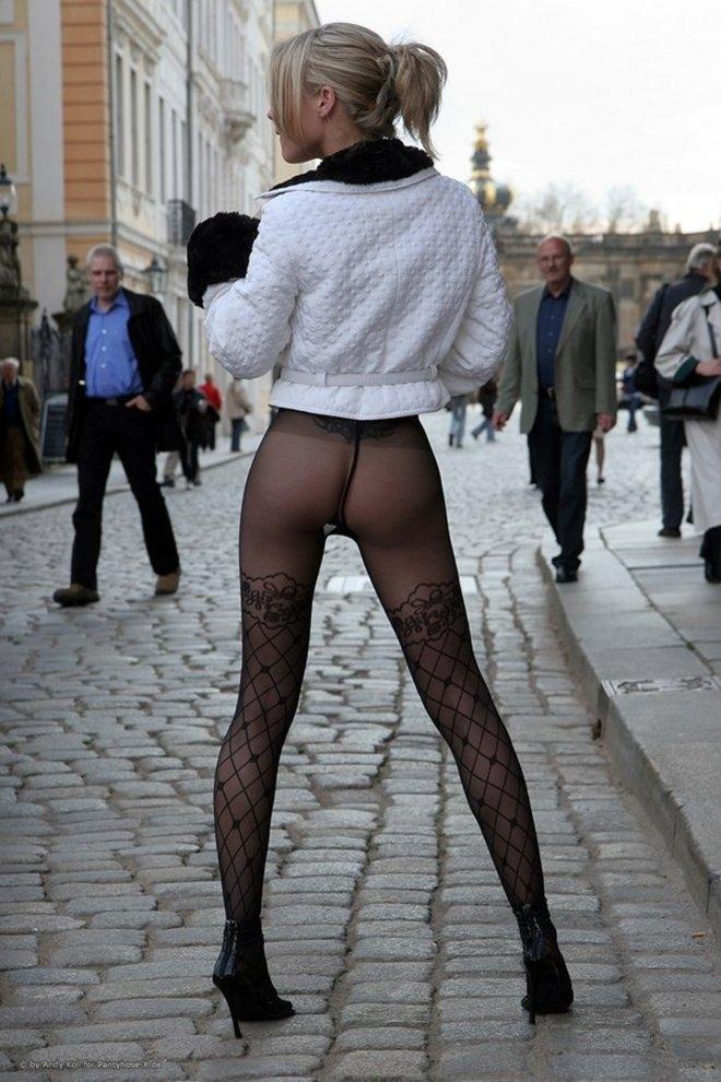 Эро фото девки раздеваются серые колготки в юбках платьях