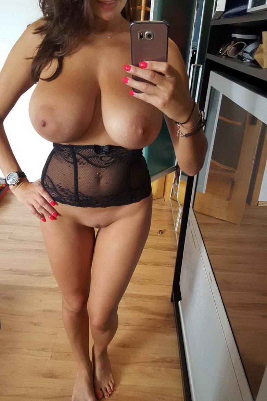 milf selfies Busty nude