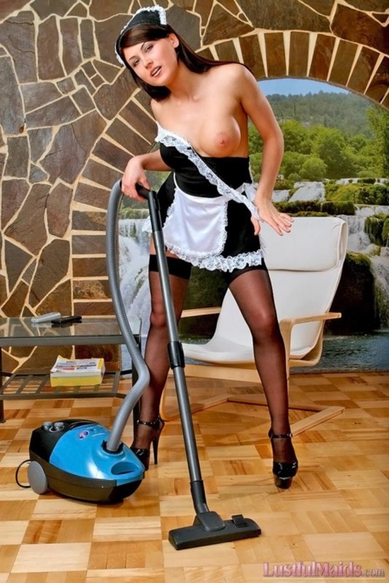 продолжал вгонять видео сексуальная уборщица на дому кормите троллей, они
