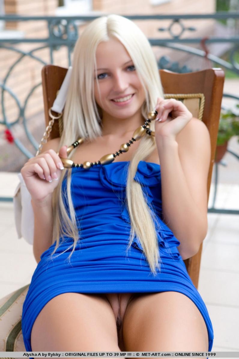 Фото в платье голые 5 фотография