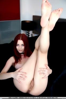 Сладкая голая рыжая девушка Ariel (18 фото)