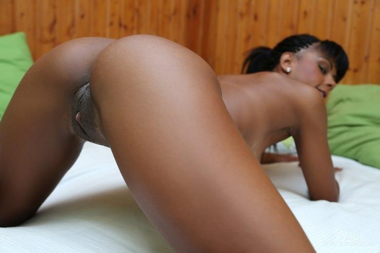 Порно фото крупным планом молодых темнокожих девочек
