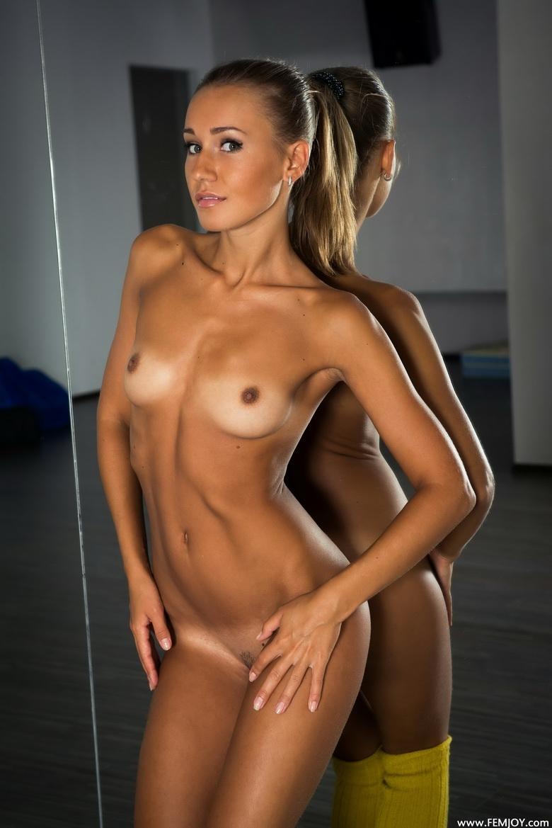 krasivie-golie-sportsmeni