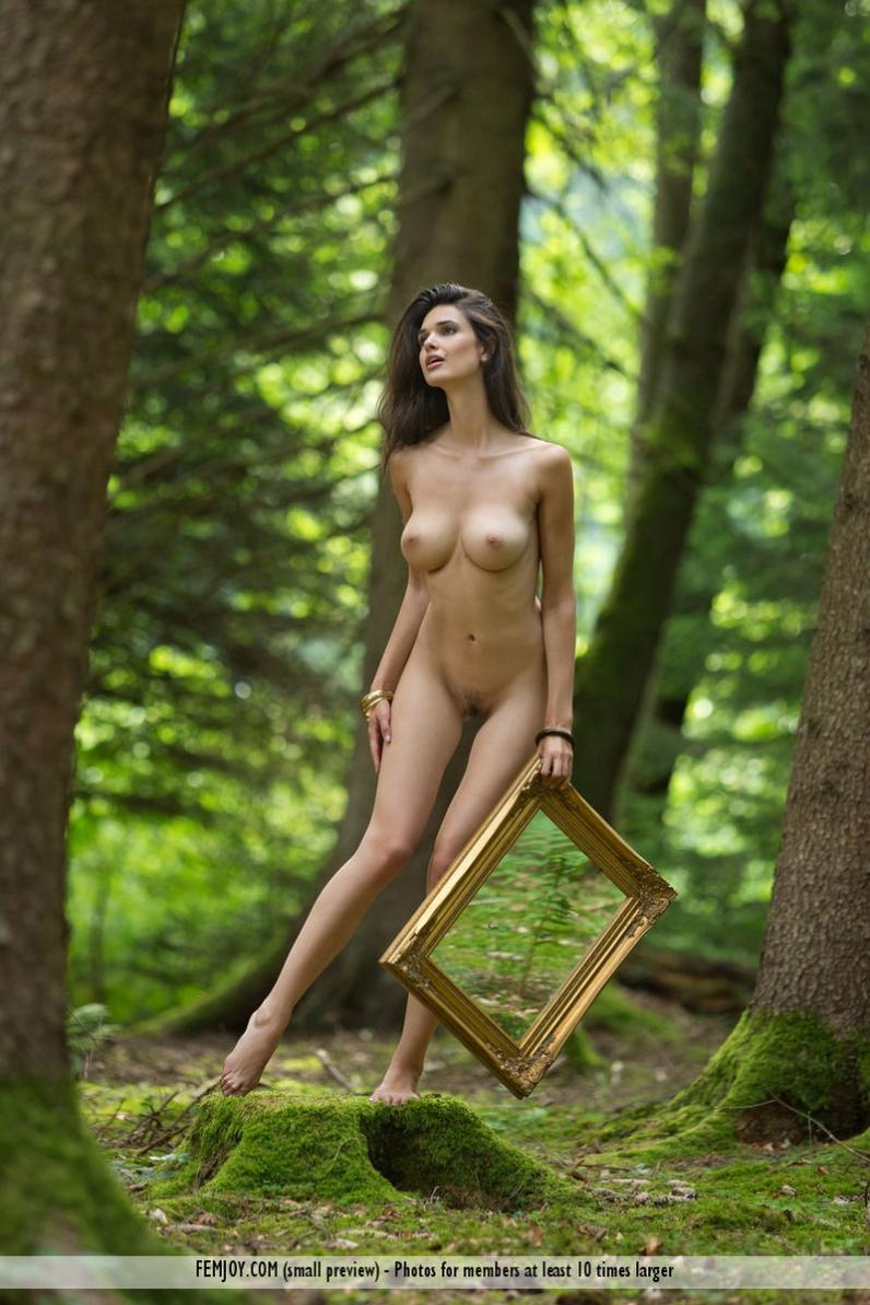 ню в лесу